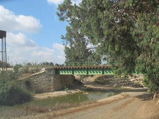 Hadera train bridge.jpg